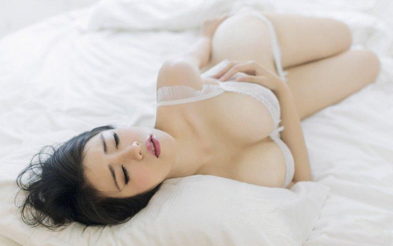 性感大胸内衣美女模特爆乳写真